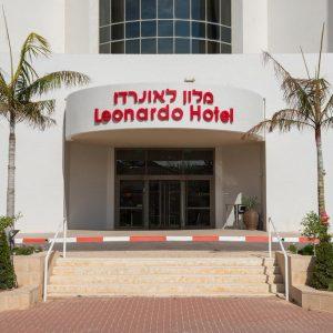 כניסה למלון